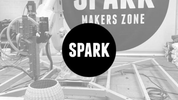 Logo SPARK with black and white background picutre of robot extruder