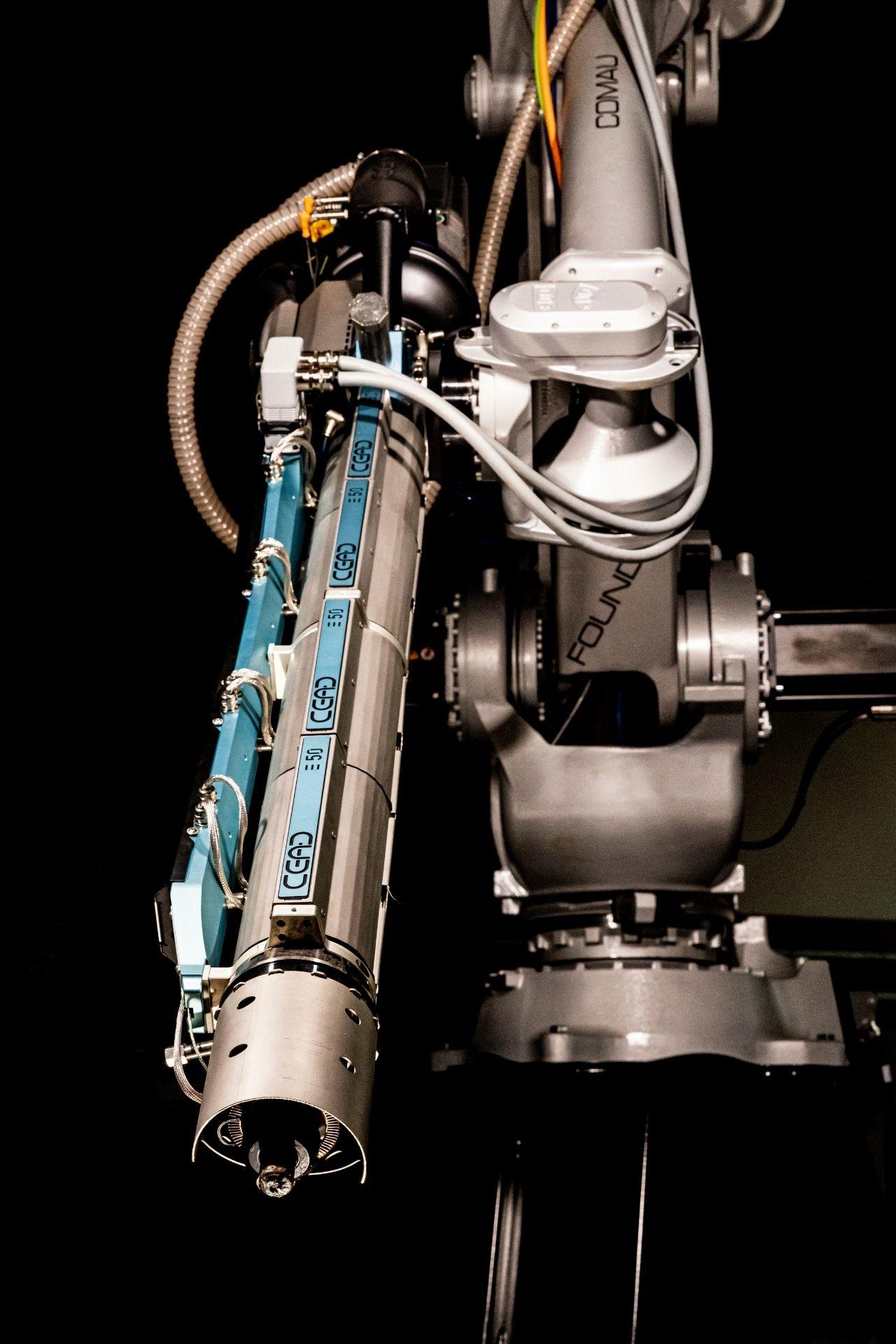 E50 Robot Extruder CEAD close up